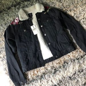 🆕 F21 black denim jacket embroidered